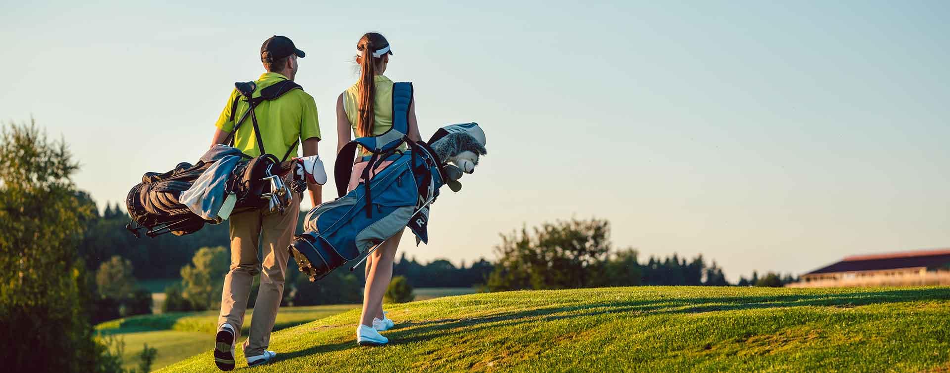 Jugadores de golf participando en open por parejas de enero en La Galera