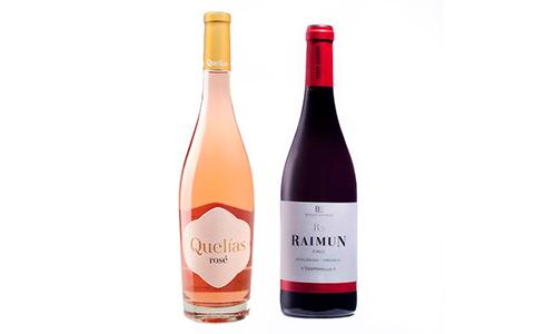 Botellas de vino rosado Quelías Rosé y tinto Raimun