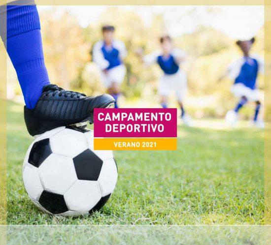 Balón de fútbol con jóvenes para destacar el Campamento Deportivo de fútbol, pádel, tenis, golf, zumba y baloncesto para el verano 2021, en La Galera, en Valladolid